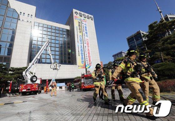 [사진]민관합동 재난대응 종합훈련 '든든한 소방관'