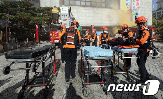 [사진]대형 재난 발생시 '신속하게 환자 이송'
