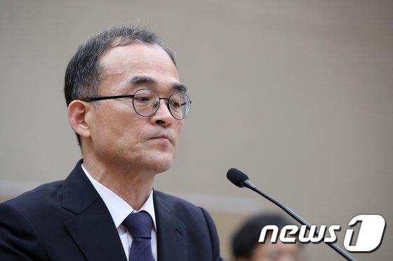 [사진][국감] 생각에 잠긴 문무일 검찰총장