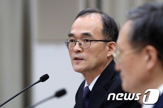 [사진][국감] 문무일 총장 '특별재판부에 대한 생각은?'