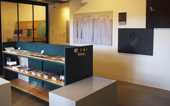 그림과 다양한 굿즈를 판매하는 미나리하우스 내부 /사진=머니투데이