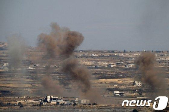 """2017년 6월 25일, 이스라엘 군이 자국이 점령하고 있는 골란 고원에 내전을 겪고 있는 시리아로부터 포탄이 날아왔다면서, 이에 대한 대응으로 시리아 정부군 진지에 대한 공습을 했다. 이날 이스라엘 군은 성명을 내고 """"시리아 정부군의 포대와 포탄이 실린 트럭을 대상으로 공습했다""""고 밝혔다. /사진=뉴스1"""