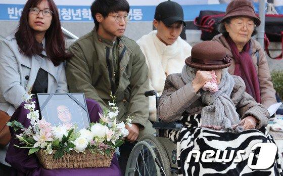 [사진]눈물 흘리는 이옥선 할머니