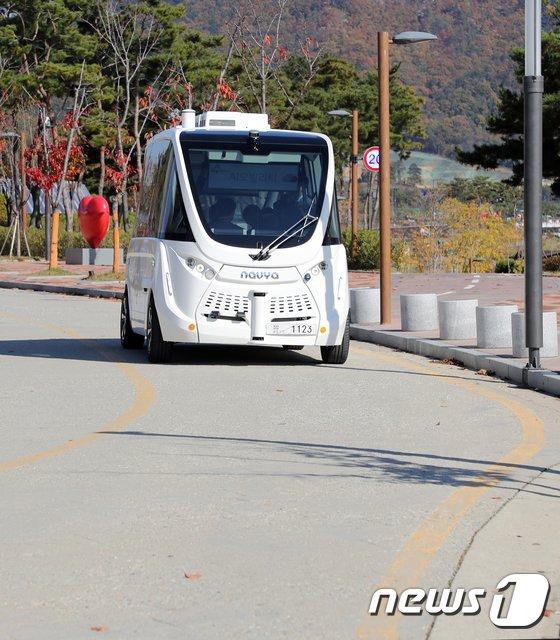 [사진]자율주행차 '굽은길도 문제 없네'