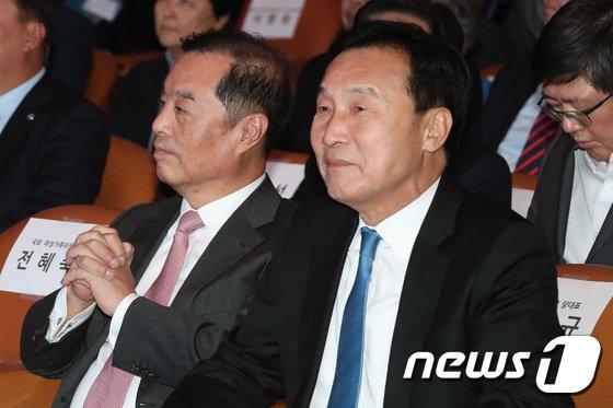 [사진]전국여성대회 참석한 손학규-김병준