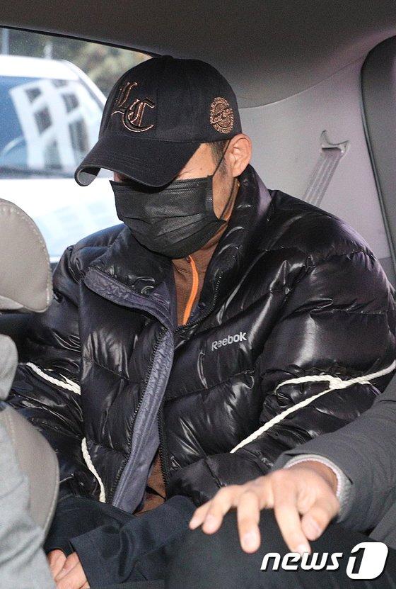[사진]검찰 송치되는 아파트 살인 피의자