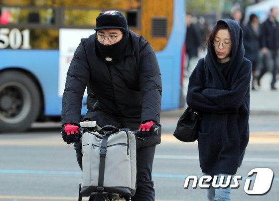 [사진]'이렇게 입어도 추워요'