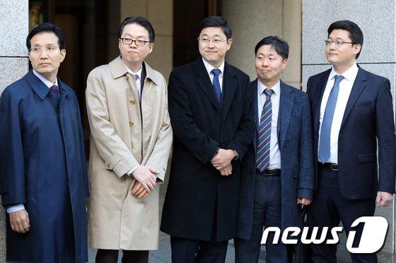 [사진]미소 짓는 오승헌 씨 '양심적 병역거부 인정 판결'