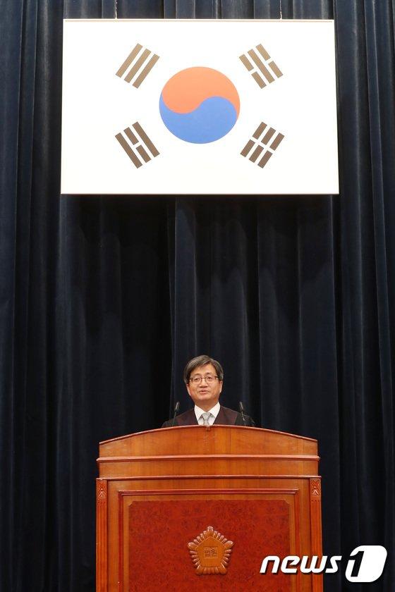 [사진]인사말하는 김명수 대법원장