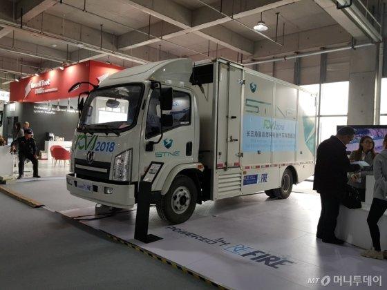 중국 중소업체가 지난달 23~25일 중국 루가오에서 열린 'FCVC 2018'에서 전시한 수소전기트럭/사진=황시영 기자