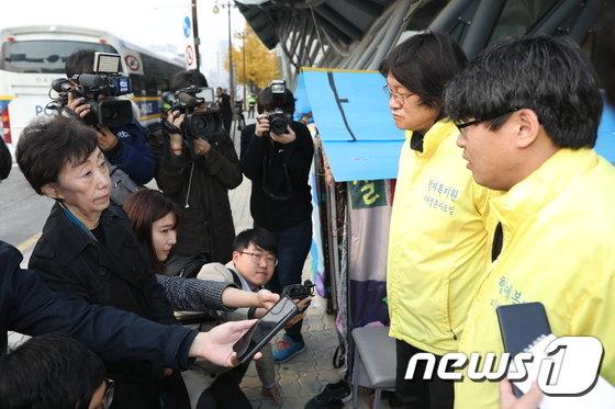 [사진]형제복지원 농성장 방문한 최영애 국가인권위원장