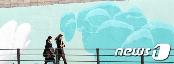 [사진]아름답게 변신한 청파로 옹벽