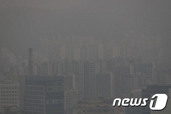 [사진]미세먼지에 사라진 서울 도심