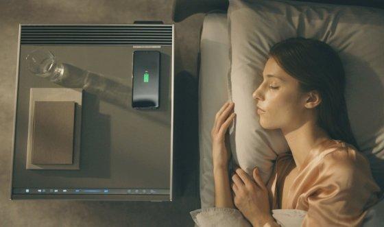LG전자가 이번주부터 전국 베스트샵과 주요 백화점을 중심으로 LG 오브제를 판매한다. LG전자 모델이 침실에서 LG 오브제 가습 공기청정기를 사용하고 있다. /사진제공=LG전자