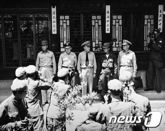 [사진]1951년 휴전회담에 참석한 유엔군 대표들