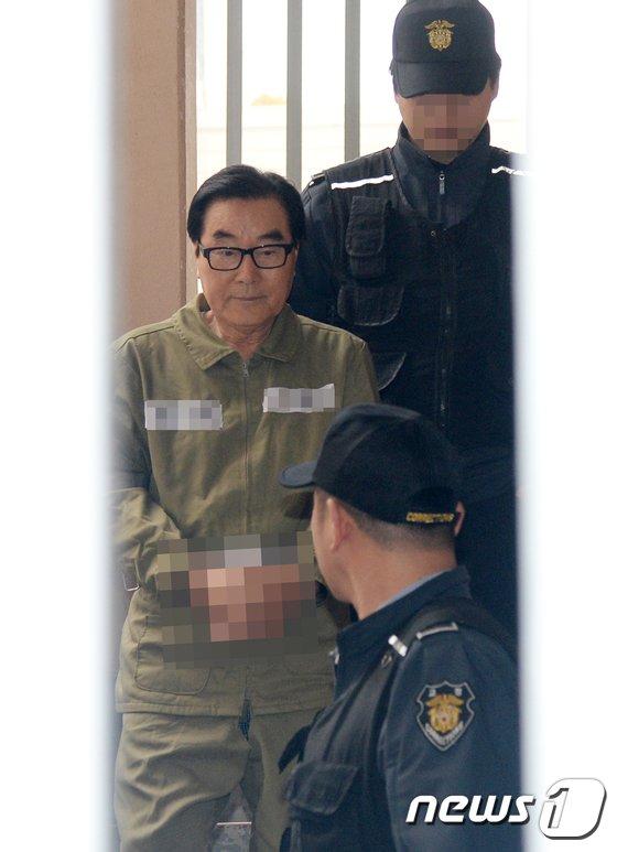 """[사진] '8년간 잠적' 최규호 전 교육감...""""아파트서 도피생활"""""""