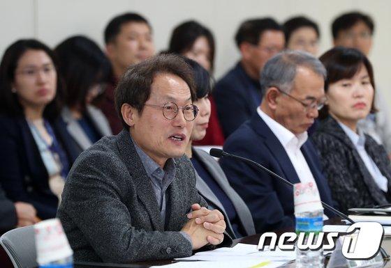 [사진]학교비정규직과 단체교섭 나선 조희연 서울시교육감