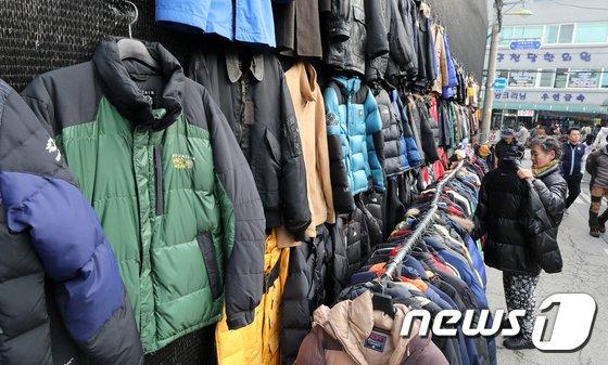 [사진]입동 '따스한 옷한벌 장만해볼까'
