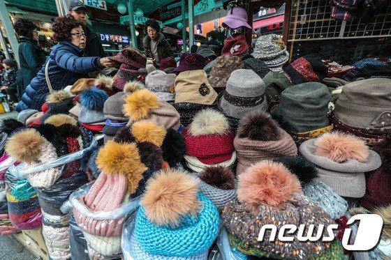 [사진]'겨울 모자 사러왔어요'