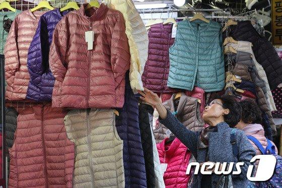 [사진]입동, 겨울 옷 준비하는 시민들