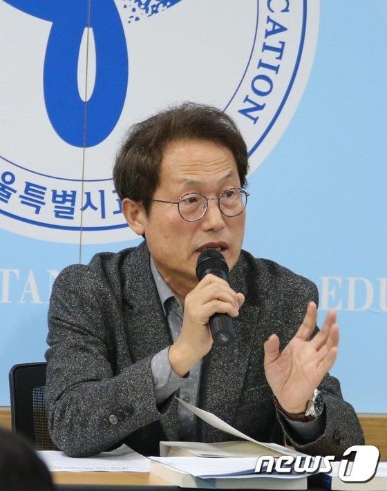 [사진]2기 교육감 백서 발간 기자간담회 하는 조희연