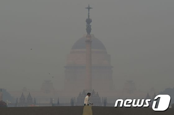 겨울철 스모그가 시작한 인도 뉴델리. © AFP=뉴스1