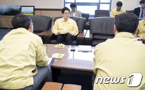 [사진]조명래 환경부 장관 '미세먼지 행보'