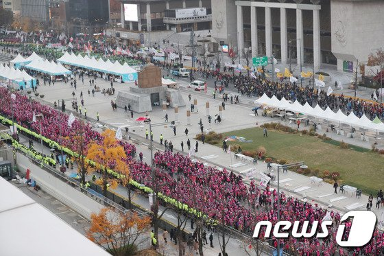 [사진]적폐청산 촉구하며 행진하는 노동자들