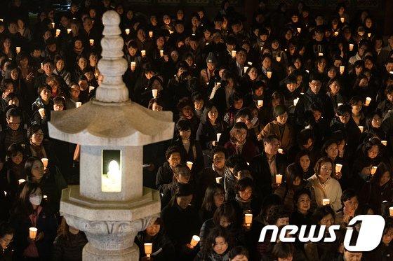 [사진]촛불들고 수능 대박 기원하는 불자들