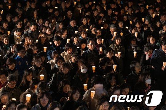 [사진]수능 닷새앞으로...학부모들 촛불들고 법회