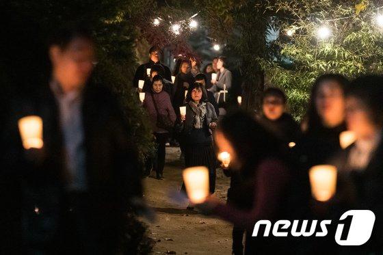 [사진]수능 앞두고 촛불기도