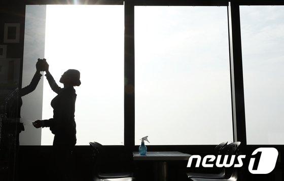 [사진]닦아내고 싶은 미세먼지