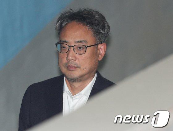 [사진]구속된 변희재 '법정으로'