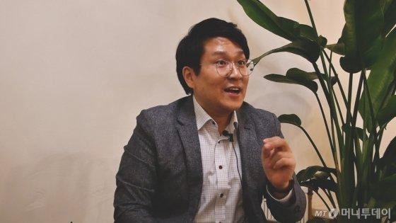 공부자극 팟캐스트 '서울대는 어떻게 공부하는가'의 진행자 한재우씨가 공부하는 방법에 대해 말하고 있다. /사진=이상봉 기자