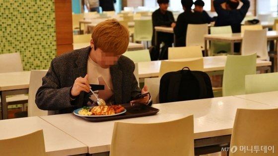 세종대 학생식당을 이용하는 외부인도 쉽게 볼 수 있었다./사진=이상봉 기자