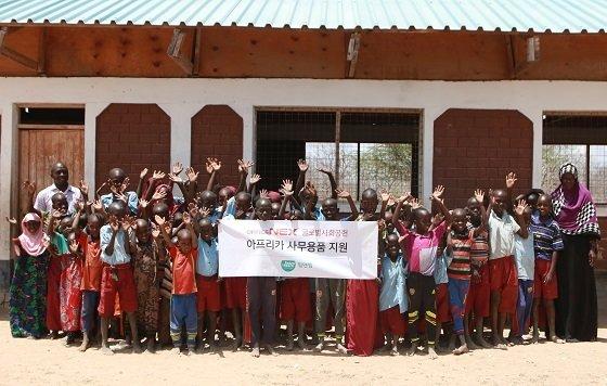 케냐에 위치한 'Odoganda'(오도간다) 학교 학생 및 관계자들/사진제공=팀앤팀
