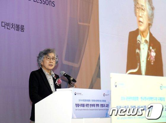 [사진]기조연설하는 박은정 위원장