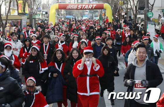 [사진]'산타가 돼서 달리고 사랑도 나눠요'