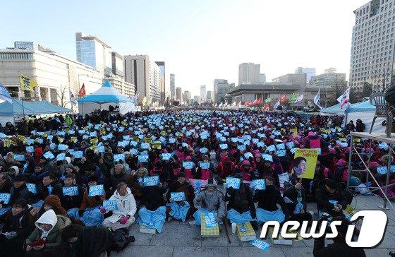 [사진]광화문광장 가득 메운 이석기 의원 석방대회 참석자들