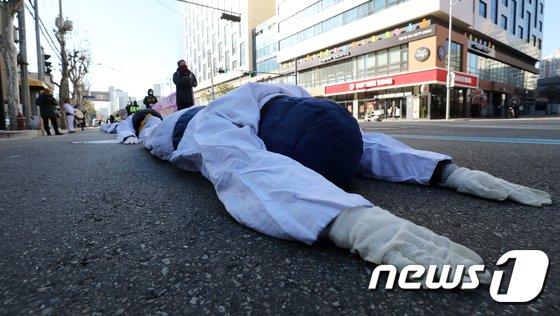 [사진]파인텍 오체투지 행진 '정부는 응답하라'