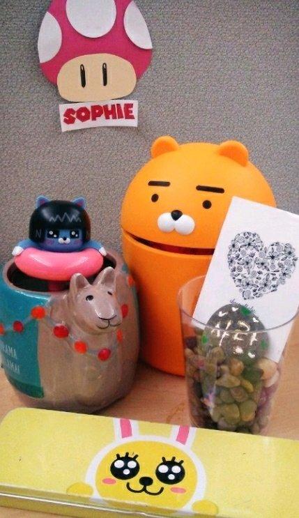 양모씨 책상에 귀여운 물건들이 가득한 건, 머리와 마음이 차가운 사람이 되지 않기 위한 작은 노력이다./사진=독자 제공
