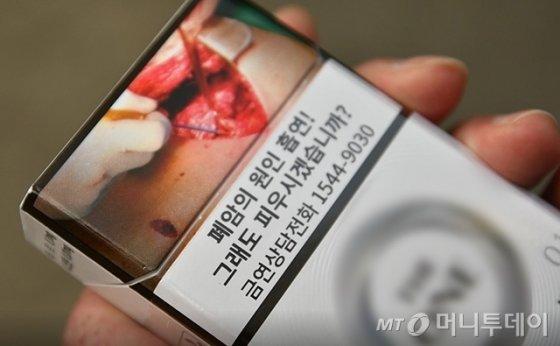 담뱃갑에 표시된 흡연 경고 문구와 그림. /사진=이상봉 기자