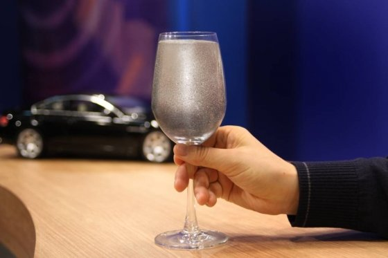 와인잔에 담긴 삼성전기 MLCC 제품