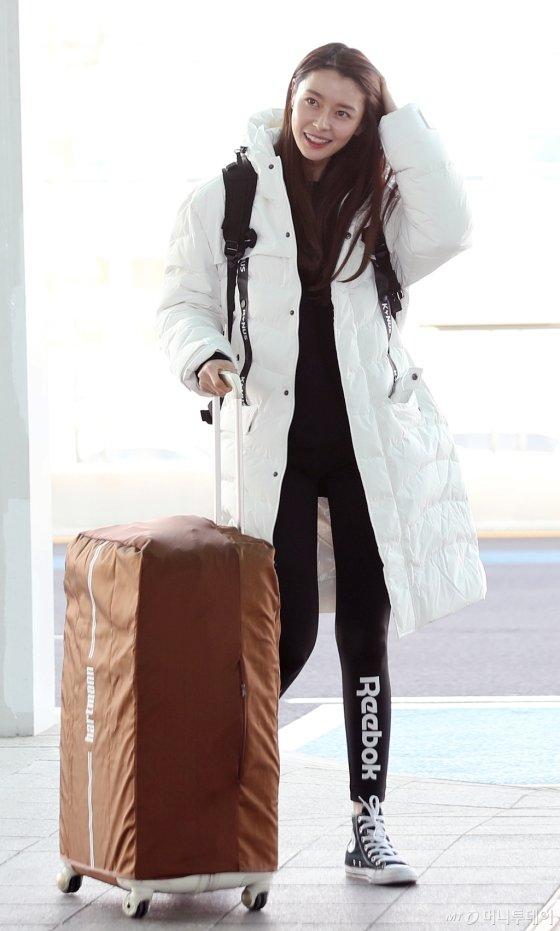 [사진]★들의 겨울 필수아이템? 화이트 패딩