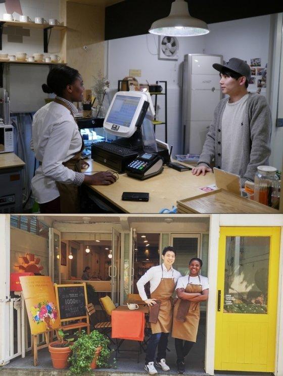 문준석 대표와 카메룬 출신의 바리스타 클로디아(가명). 클로디아는 '내일의 커피'에서 2년간 일하며 훌륭한 바리스타가 돼 다른 카페로 자리를 옮겼다./사진제공=내일의 커피