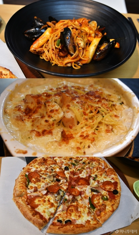 위쪽부터 매콤 해산물 떡볶이 스파게티, 오븐 스파게티 뽈로, 콤비네이션 피자. /사진=이상봉 기자