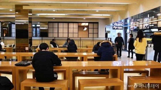 방학 중임에도 학생식당을 애용하는 학생들이 많았다. /사진=이상봉 기자