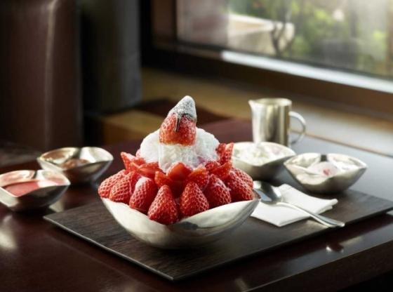 서울신라호텔이 오는 28일부터 국내 자체 개발 프리미엄 품종 딸기를 활용해 '스노위 딸기빙수'를 판매한다. /사진제공= 서울신라호텔