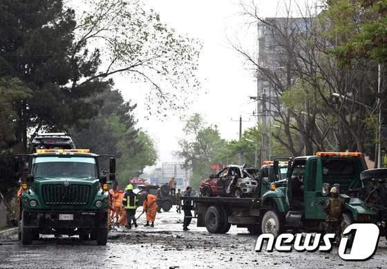 2018년 아프가니스탄  카불 소재 미국 대사관과 나토 본부 인근에서 벌어진 군 호송대를 겨냥한 테러 현장. (자료사진) © AFP=뉴스1
