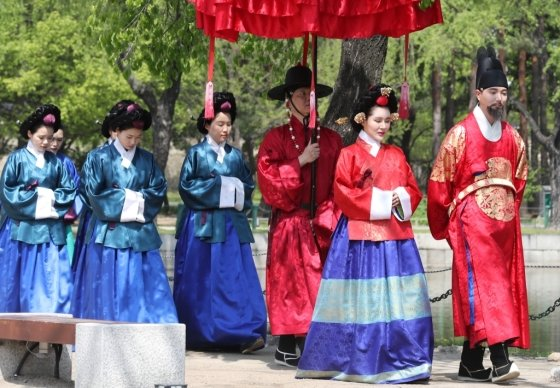 지난해 서울 종로구 경복궁에서 열린 '제4회 궁중문화축전'에서 선보인 '왕가의 산책'. /사진=뉴스1